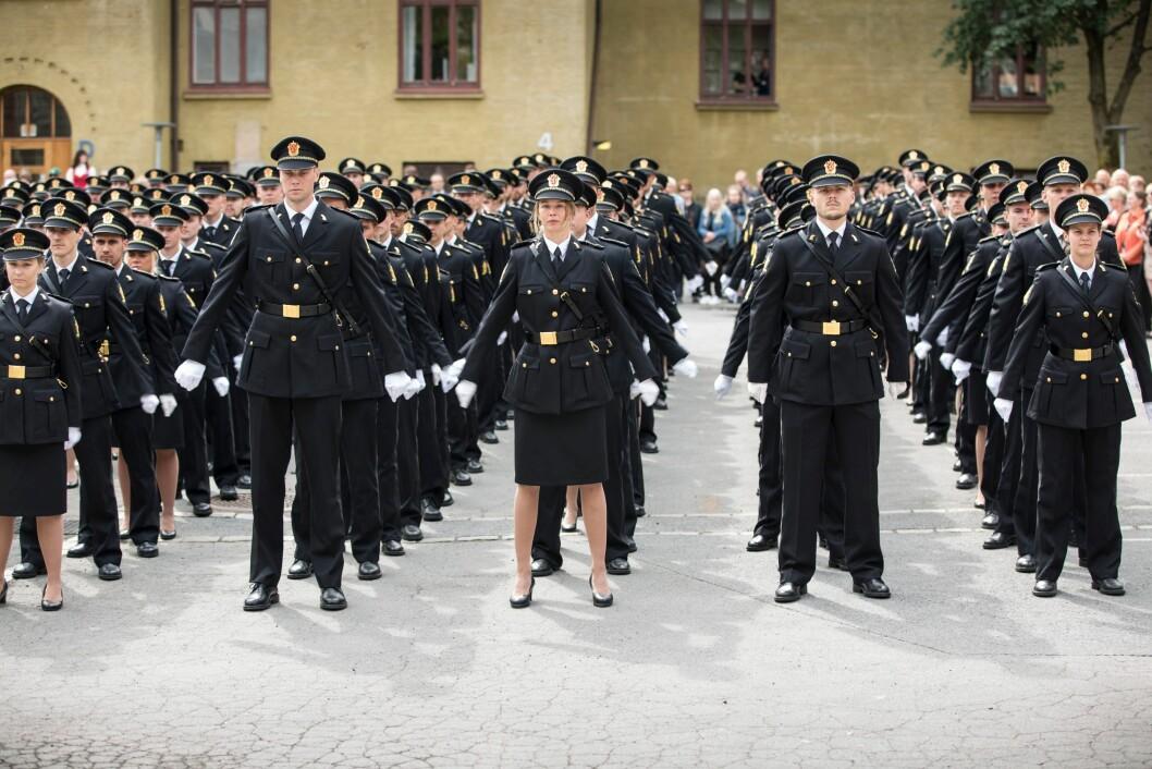 Bildet er tatt under avslutningsseremonien for tredjeårsstudenter ved Politihøgskolen i 2018.