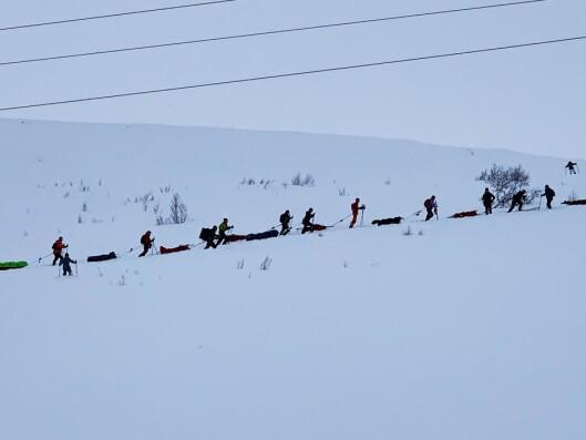 KOLONNE: Slik så det ut da deltakerne startet oppover lia fra Haukeliseter.
