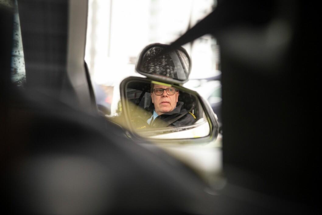 ÅRVÅKEN: Når studentene kjører utrykning i høy hastighet må instruktøren følge med, og helst mentalt ligge noen gatekryss i forkant. Rynning har aldri hatt en ulykke.