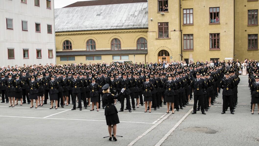 Politihøgskolen avlyser eksamen i arrestasjonsteknikk og deleksamen i fysisk trening, på grunn av koronasituasjonen. Men studentene vil få vitnemål.