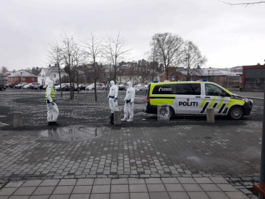 TRUET MED KORONA: I mars rykket politiet ut for å pågripe en mann som knuste seg inn i Levanger sykehus. Mannen skal ha truet med at han var koronasmittet og derfor ikledde politiet seg i fullt verneutstyr.