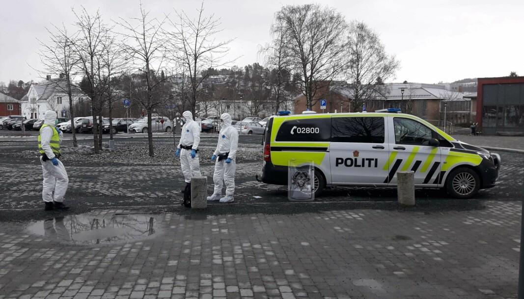 I mars 2020 rykket politiet ut for å pågripe en mann som knuste seg inn i Levanger sykehus. Mannen skal ha truet med at han var koronasmittet og derfor ikledde politiet seg i fullt verneutstyr.
