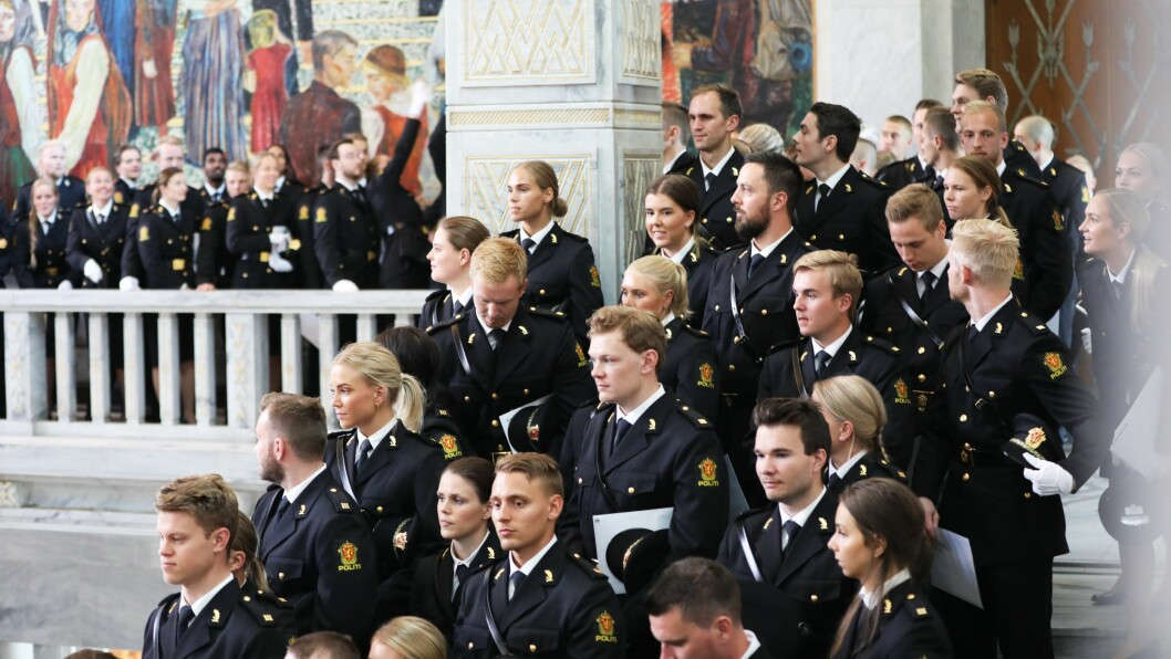 Ferdigutdannede politifolk fra Politihøgskolen (PHS) i Oslo under uteksamineringen i Oslo rådhus, juni 2019.