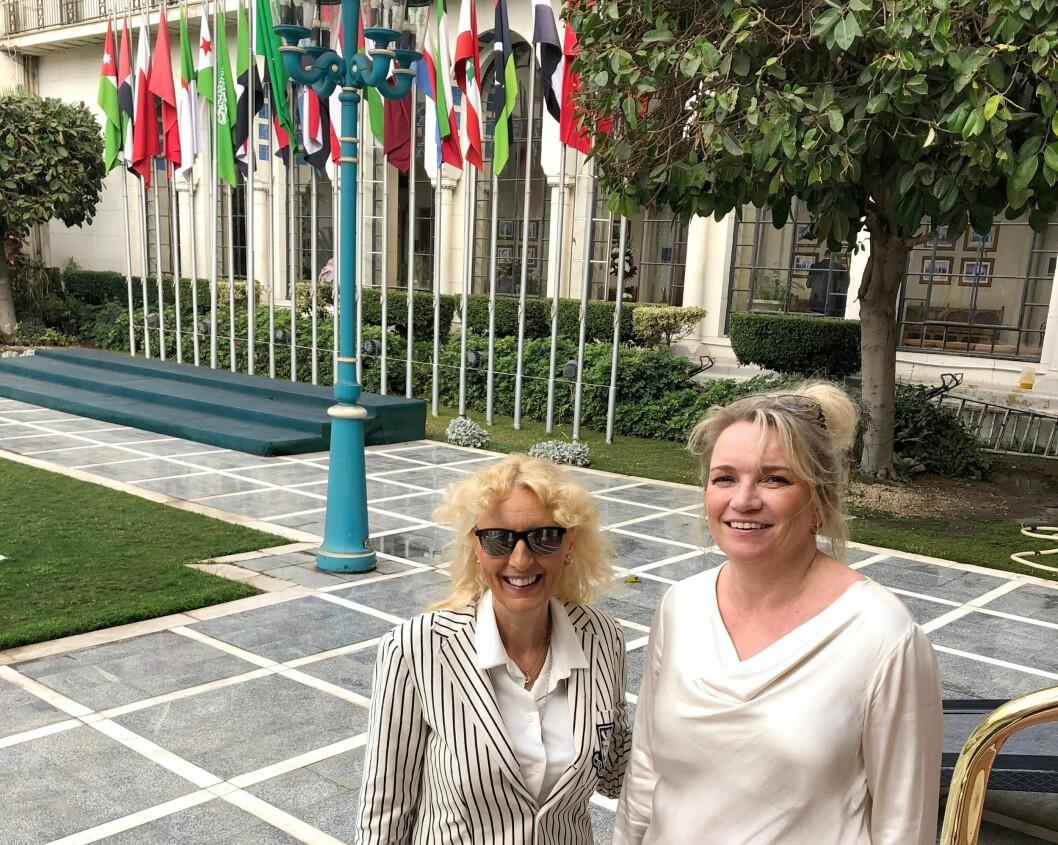 FORVENTNINGSFULLE: Kim Anne-Marie Hiorth og Ingjerd Hansen i Kairo.