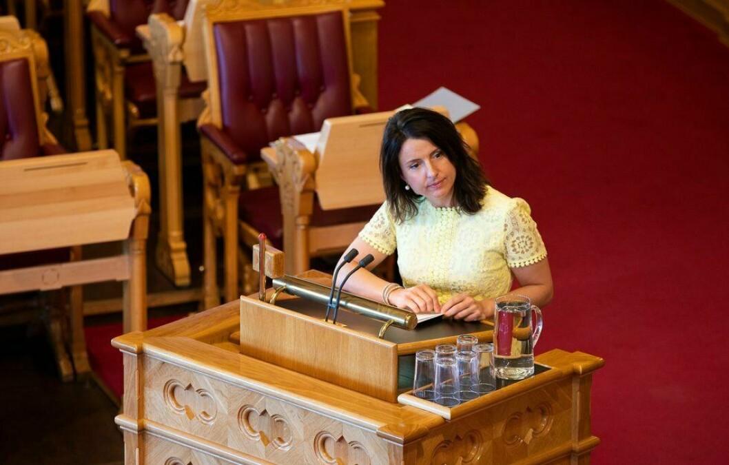 Jenny Klinge, justispolitisk talsperson i Senterpartiet, reagerer på prøveprosjektet om å overføre UP-mannskaper til politidistriktene, i et år.