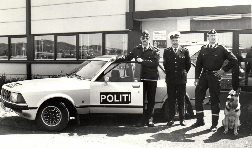 UTVIKLING: På 1990-tallet begynte lensmannen og lensmannsbetjentene å ligne stadig mer på politiet. Her representert ved lensmann Rolf Vik i Skedsmo (i midten), flankert av betjentene Åsmund Nilsen (til venstre) og Roy Riksvold. Bildet ble tatt i 1990, fire år før det administrative ansvaret forlensmannsetaten ble overført fra fylkesmannen til politimesteren.