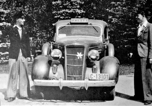 GAMLE DAGER: Bilen på bildet (tatt i 1941) tilhørte Willy Westgaard, som var lensmann i Ski i Akershus i 33 år.