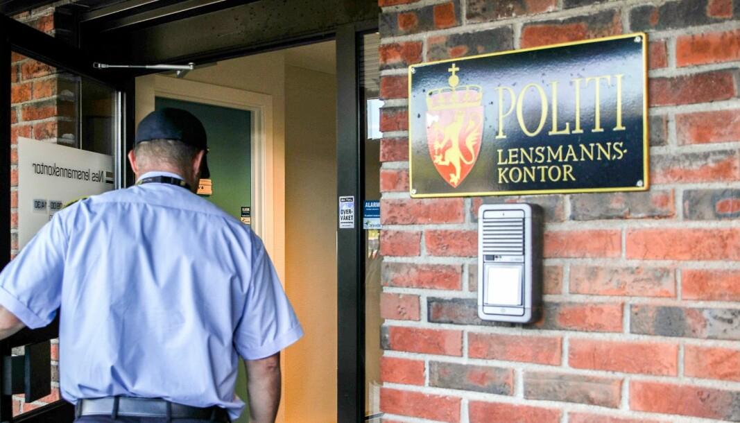 LUKKER DØRA: De siste 30 årene har det blitt stadig færre lensmannskontorer i Norge. Mange ble nedlagt i forbindelse med politireformen, og nå forsvinner også lensmannstittelen.
