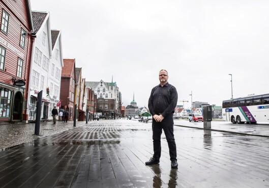 STANDHAFTIG: Politiets Fellesforbunds lokallagsleder i Troms politidistrikt, Karl Karlsson, bidro til at to ansatte i distriktet likevel fikk overtidsbetalt for hjemreisen etter en fangetransport fra Tromsø til Trondheim. Saken kan skape presedens. Bildet er tatt i en annen by og en annen sammenheng.