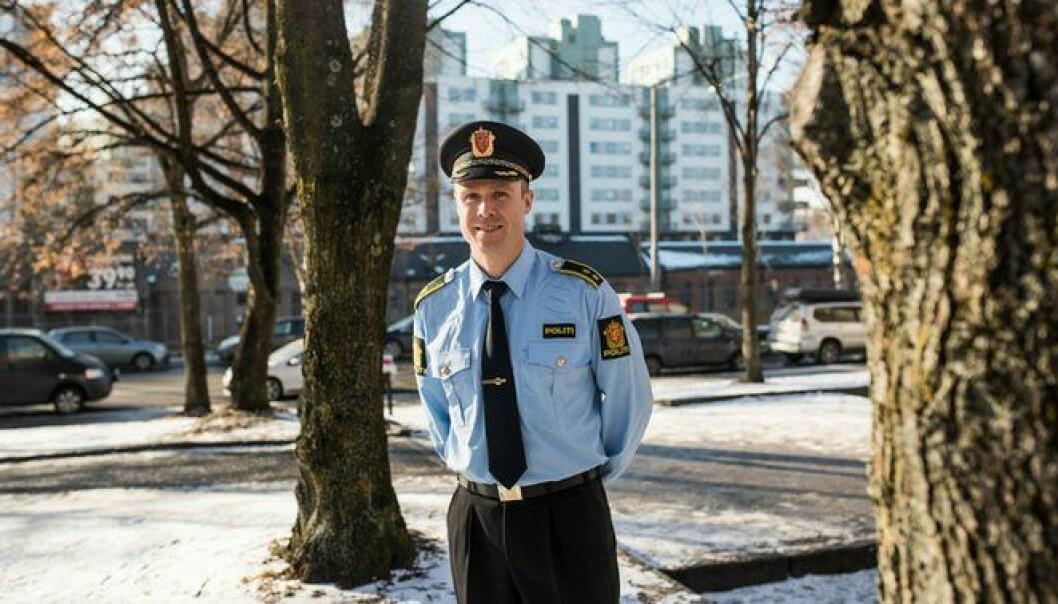 Hans Petter Lade har intervjuet politifolk og observert oppførselen deres.