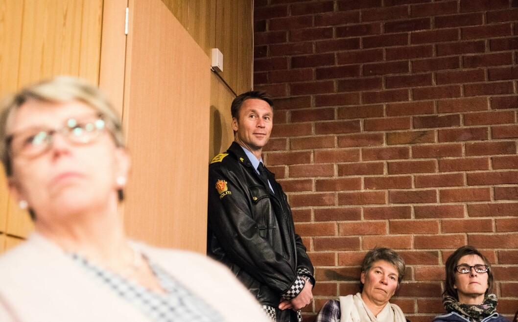 Steven Hasseldal, politimester i Øst politidistrikt, vil ikke at politikerne skal blande seg inn i hvordan politiet organiserer seg lokalt. Her fra et kommunestyremøte i Nes kommune, der Hasseldal møtte protester for litt over et år siden.