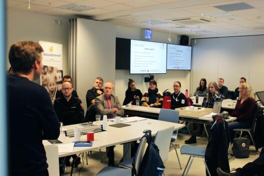FAGDAGER: Nødmeldingssentralene i Bodø/Samlok nord gjennomfører felles fagdager og hospiterer hos hverandre. Vi oppnår felles situasjonsforståelse under oppdragsløsning ved at operasjonslederne møtes og sammenstiller opplysningene til et forbedret situasjonsbilde, skriver John Helge Flage, prosjektleder i Samlok Nord.