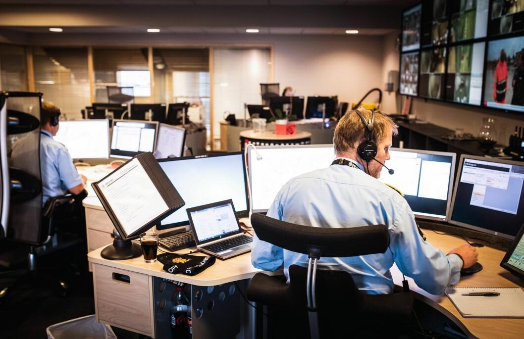KONTROLLROM: For en optimal oppdragsløsning, er operasjonssentralene avhengige av at politiets datasystemer fungerer. Bildet er et illustrasjonsfoto.