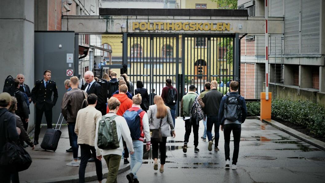 Politihøgskolen i Oslo må kutte 150 studieplasser til høsten.