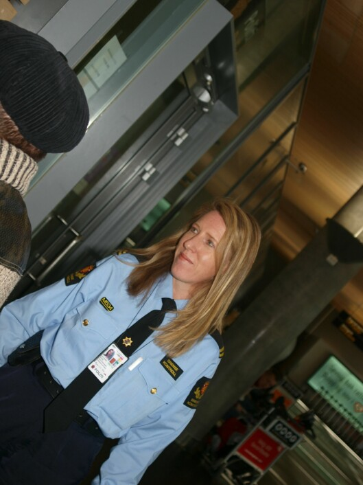 JOBBET I AMERIKANSK POLITI: Karin Nore jobbet som sivilt ansatt grensekontrollør på Gardermoen, da hun kom tilbake fra USA.