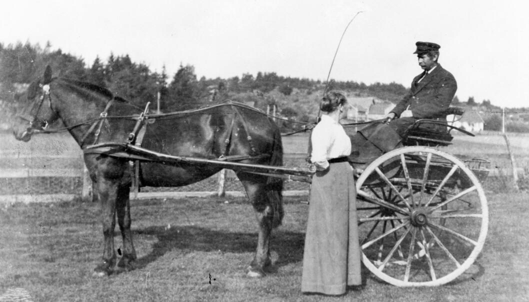 GAMPEFART: Lensmann Jahn L. Jahnsen ved Tjølling lensmannskontor er klar for utrykning rundt 1910.