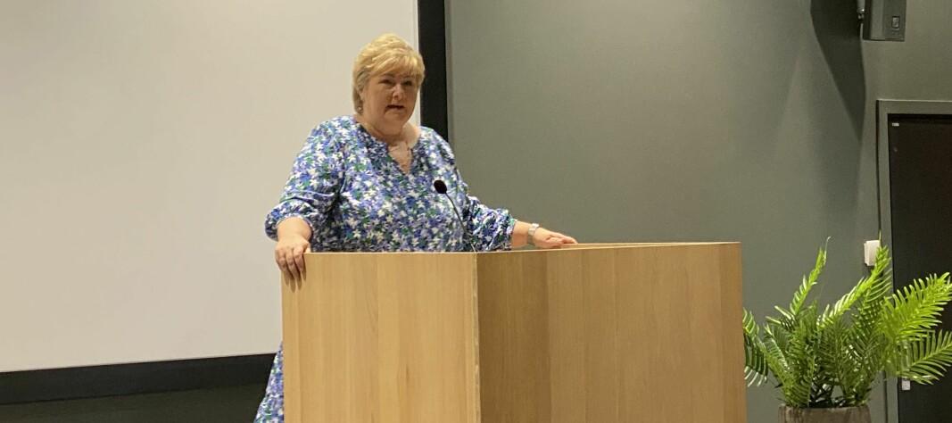 Erna Solberg (H) legger fram politimeldingen.