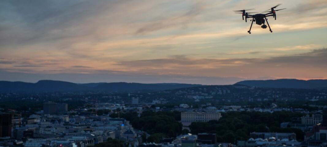 – KJENTE IKKE REGLENE: Etterforskningen har vist at det var to utenlandske statsborgere som fløy dronene som ble stoppet av politiet og Forsvaret på vei inn over Slottsplassen i Oslo 17. mai i fjor. De slapp bøter, men fikk inndratt dronene sine.