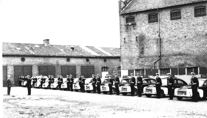 FØRSTEREIS: Nye UP-mannskaper mønstrer på ved Akershus festning i 1962. Det var her UP parkerte bilene sine på den tiden.
