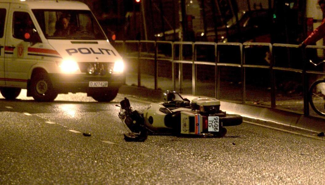 Bergen(BA): En 32 år gammel politimann døde i en mc ulykke i Fjøsangerveien. Han var med på å eskortere den Kinesiske utenriksministeren fra Flesland til SAS hotellet. Foto: Morten Wanvik /Bergensavisen