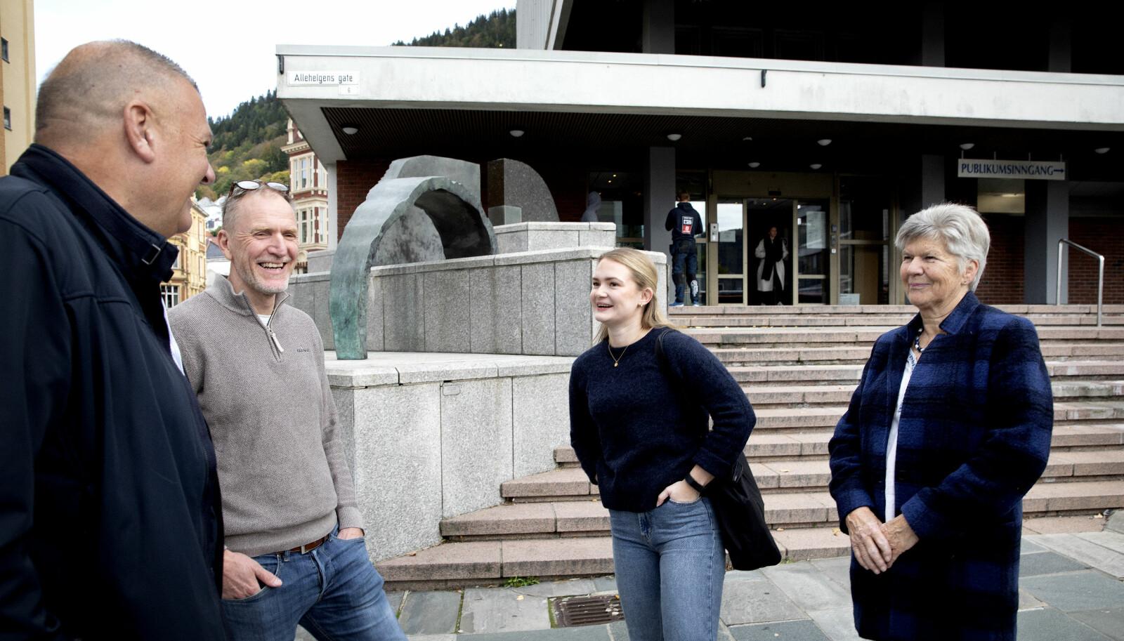 MØTEPLASS: Gjensynsgleden var stor da Veline fikk møte farens kolleger. Fra venstre; Hans-Eirik Thue, Anders Opsal og Tone Midttun.