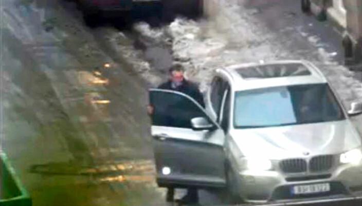 KARACHI-MANNEN: Eirik Jensen setter seg inn i bilen til Gjermund Cappelen.
