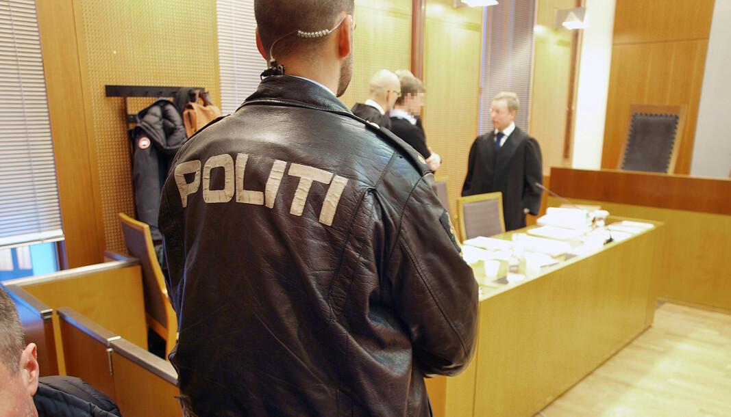 Politiansatte som blir utsatt for hevnaksjoner kan få refundert utgifter som ikke dekkes av forsikringen. Bildet er et illustrasjonsfoto.
