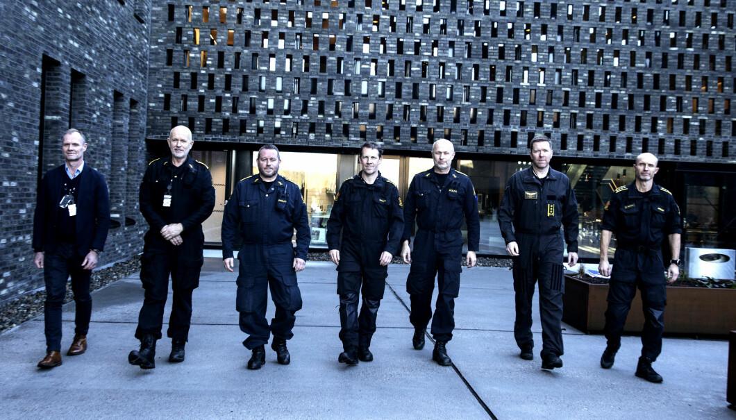 LAGBILDE: Fra venstre, Roy Hagen-Larsen, leder for Den kongelige politieskorten, Ole Vidar Dahl, leder for Felles enhet for nasjonale bistandsressurser, Johnny Lian, leder for Bombetjenesten, Ola Moheim, leder for Krise- og gisselforhandlerne, Freddy Rotseth, leder for Beredskapstroppen, Gunnar Arnekleiv, fungerende leder for Politiets Helikoptertjeneste og Ola Andreassen, leder for seksjon for taktisk støtte.