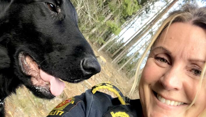 PENGEJEGER: Tara (6 mnd) skal trenes opp til å bli politiets første valutahund. Erfaringen fra opptreningen skal legge grunnlaget for en planlagt valutahund-utdanning på Politihøgskolen, sier fagleder Ingrid Eidstumo.
