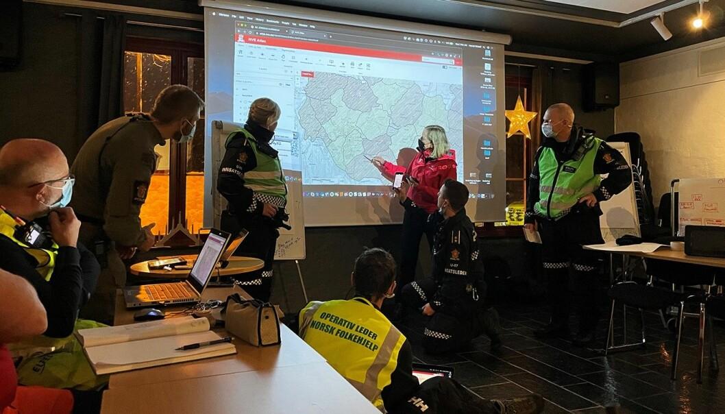 Det er fullt fokus i innsatsleders kommandoplass (innsatsleder-ko) for å kunne redde flest mulig etter leirskredet på Gjerdrum. Bildet er fra driftsfasen.