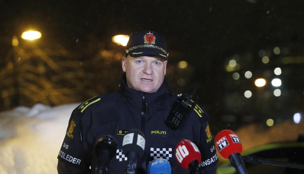 HÅNDTERTE MEDIA: Politiets innsatsleder Roger Pettersen orienterer pressen om status i kvikkleirskredet, som tok ti menneskeliv.