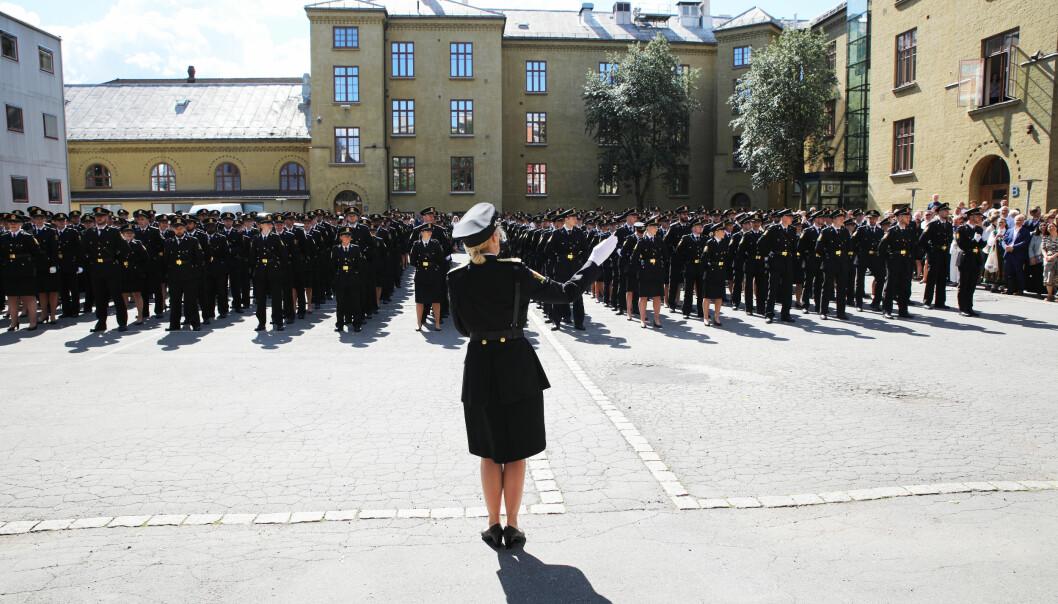 Bildet er tatt under uteksamineringen av tredjeårsstudenter ved Politihøgskolen i Oslo i 2019.