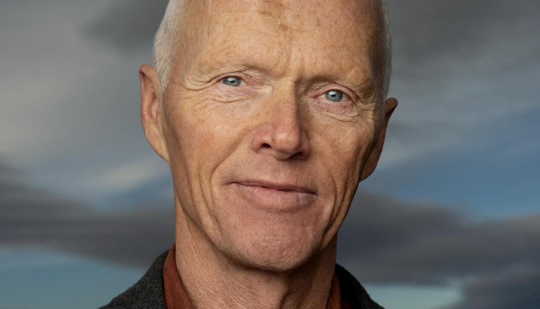 Pensjonert generalløytnant og tidligere leder av Norges Røde kors, Robert Mood, har skrevet boken «Kunsten å stå opp om morgenen».