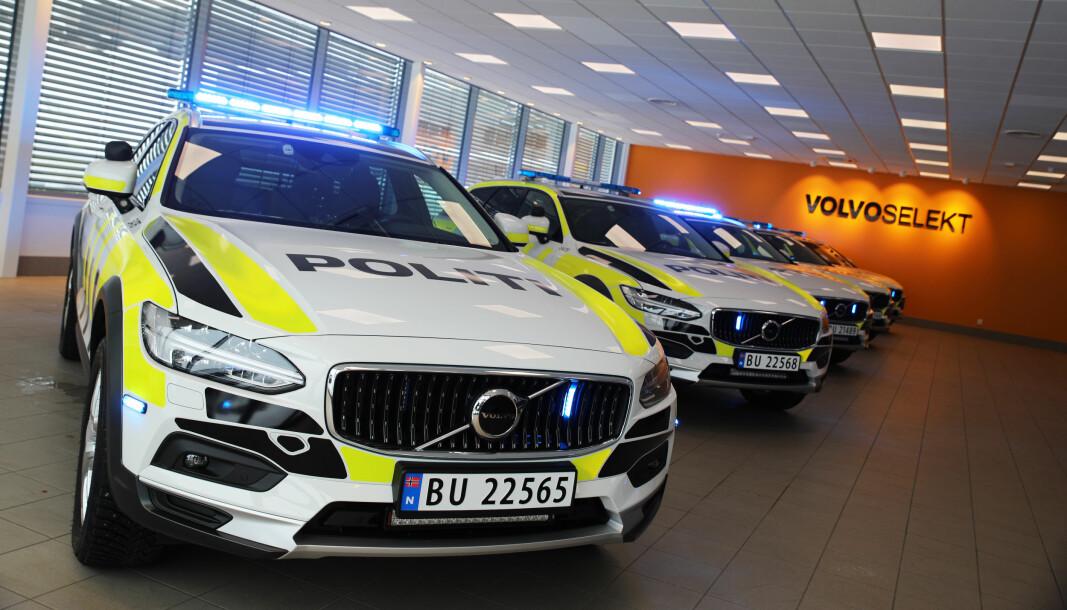 Politiets Fellestjenester forklarer at i dag er det ingen andre biler enn Mercedes-Benz Vito som har godkjent merking som innsatslederbil. Hvis en innsatsleder ønsker å bruke en Volvo V90CC (bildet) eller en annen bil, kan den ikke merkes som innsatslederbil.