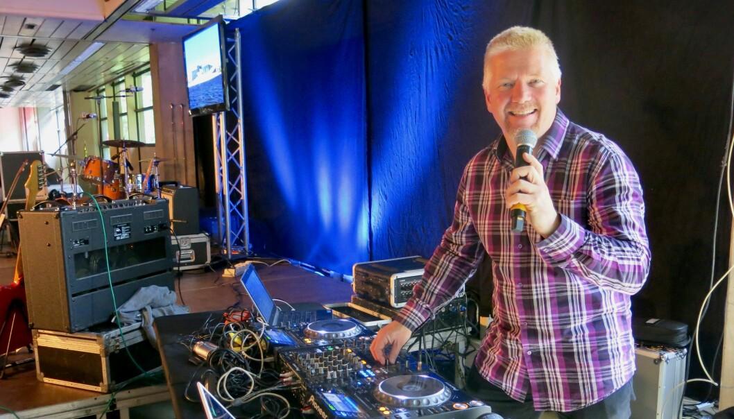 MIKSMASTER: Stig Tonsjø har underholdt som DJ på utallige politiarrangementer i Oslo og omegn.