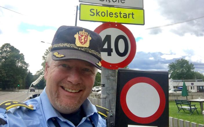 MIDT I TRAFIKKEN: Trafikktjeneste har stått Tonsjøs hjerte nært i mange år. Han har vært kjøreinstruktør på både bil og motorsykkel, og fagansvarlig for trafikk på Oslo-politiets Enhet øst.