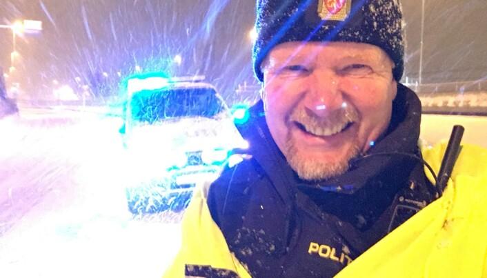 I SNØVÆRET: Stig Tonsjø har tilbrakt utallige arbeidstimer ute i trafikken.