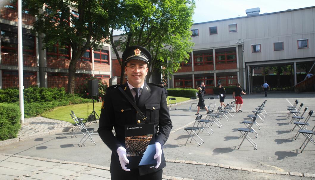 Christopher Hurlen, førsteårsstudent ved Politihøgskolen i Oslo, fikk studiemiljøprisen for å ha laget en digital julekalender.