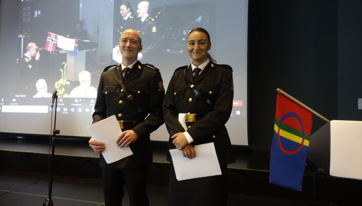 Tredjeårsstudentene Trym og Sara mottok studiemiljøprisen for å ha arrangert makkerkonkurranse.