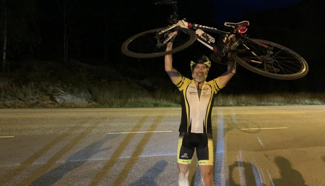 Arne Johannessen, politisjef i Sogn og Fjordane, var svært fornøyd etter å ha kommet i mål etter 47 turer opp og ned Solvorn.
