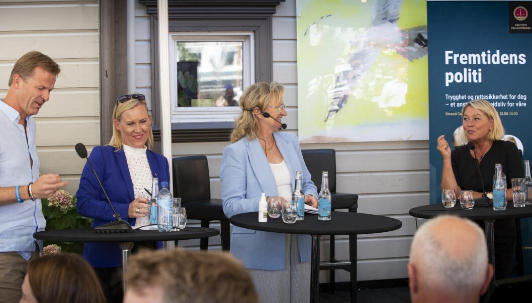 PANELDEBATT: PF-leder Sigve Bolstad, justiskomiteens leder Lene Vågslid (Ap), debattleder Trude Teige og justisminister Monica Mæland (H) debatterer under Arendalsuka.