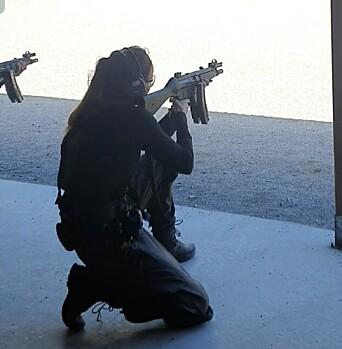 Elin Snarheim under skytetrening ved Politihøgskolen.