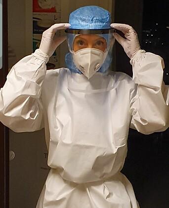 113: Som intensivsykepleier jobbet Snarheim med de sykeste koronapasientene. – Det var nærmest som å gå inn i en krigssone, sier hun.