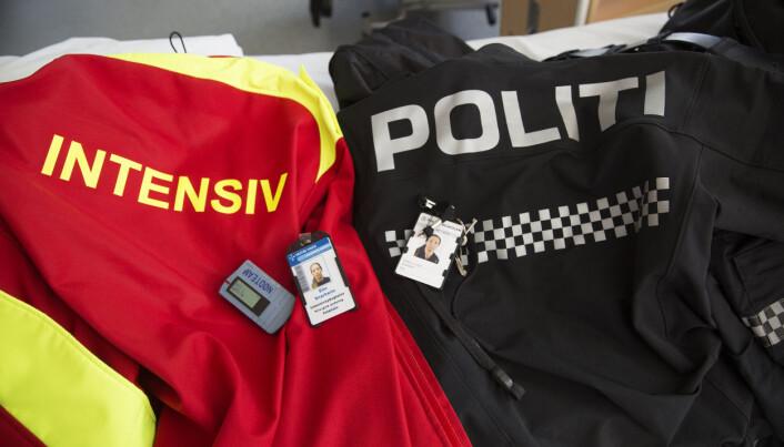 TODELT: To uniformsjakker og to jobber. For Elin Snarheim har det vært hverdagen det siste halvannet året.