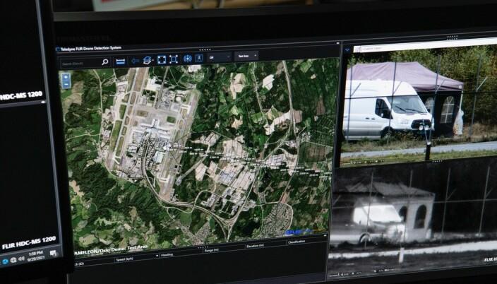 Flere forskjellige antidronesystemer ble testet under antidronearrangementet. På skjermen ser observatørene hvordan systemet som jammer dronene fungerer.
